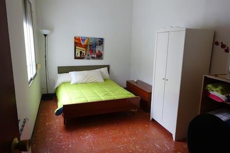 Comfortable room in Sant Andreu - Barcelona - Apartamento