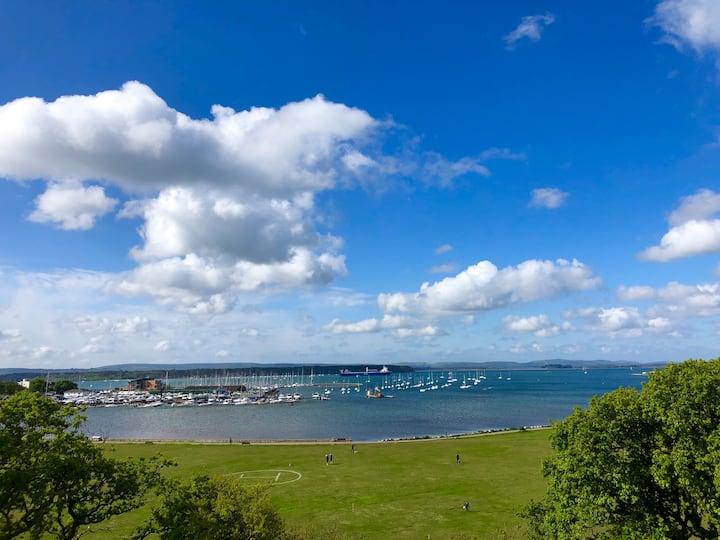 POOLE HARBOUR VIEWS. ONE-BED FULLY FURNISHED APMNT