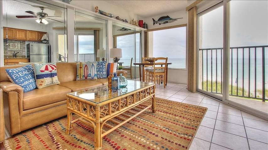 BBC213: Newly Updated Beachfront Condo with Coastal Charm - Perfect Couple's Getaway