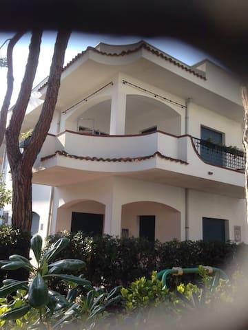 Appartamento in villa con terrazzo - Riccione - Dům