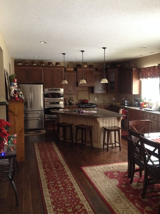 Large Granite Center Island, perfect for entertaining. 2 ovens and microwave.