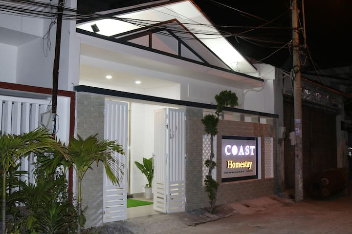 Coast homestay is located in the city center