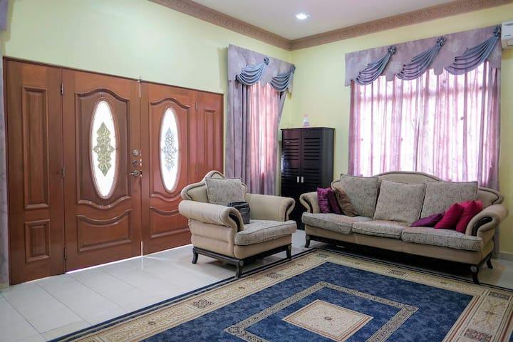 Homestay Jasmin Indah Senawang 3R 2BR + FREE Wifi