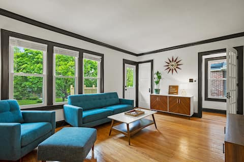 Bright, Updated, King Executive Suite in Shorewood