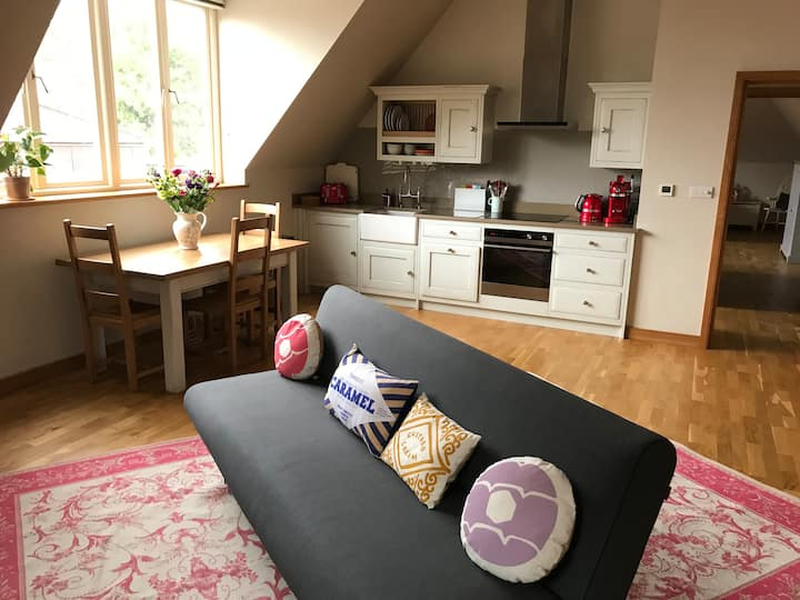 Luxury apartment with parking, 5 mins from centre.