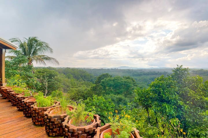 Secluded home close to San Ignacio with great views from deck + a  private pool!