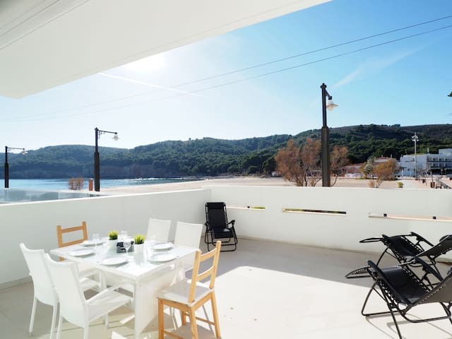 Beautiful apartment sea views at 5m of the beach, Cala Montgó.