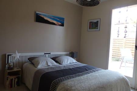Jolie chambre donnant sur terrasse+sde privative - Saint-Médard-en-Jalles