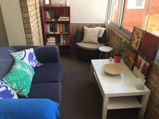 Cosy apartment within minutes to Coogee beach