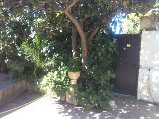 STUDIO4/CHU CAREMEAU/FAC DE MEDECINE/IUT/A9/CENTRE - Nîmes - Leilighet