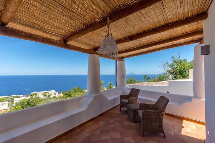 La Casetta di Levante - terrazzo vista mare e ampio giardino mediterraneo