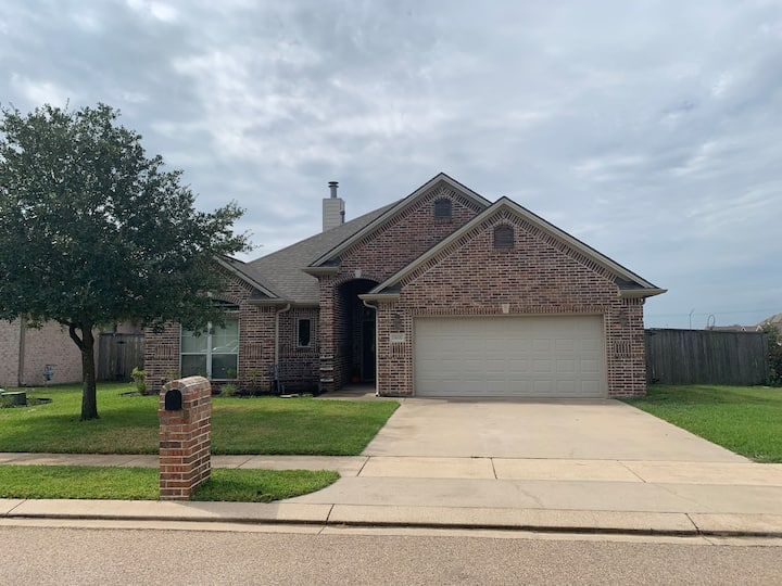 College Station Home perfect for Game Day Weekend!