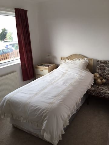 One of 3 rooms available, family home in Crediton - Crediton - Casa