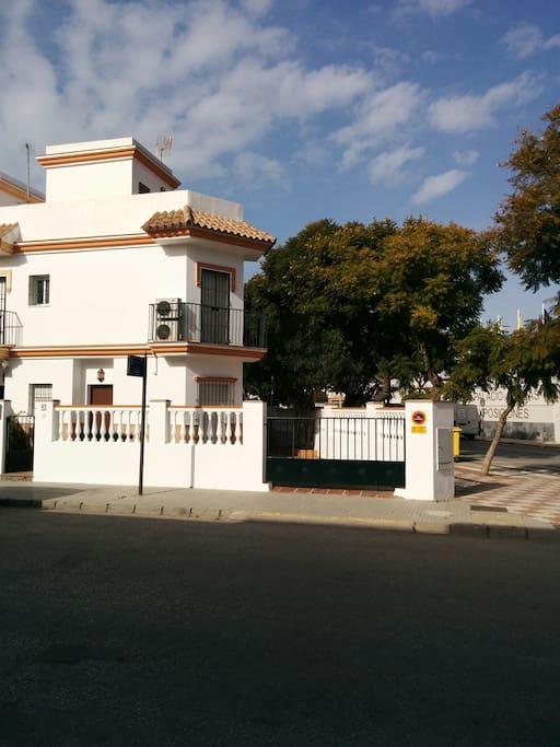 Casa con patio grande en chipiona casas en alquiler en - Casas de alquiler en chipiona ...