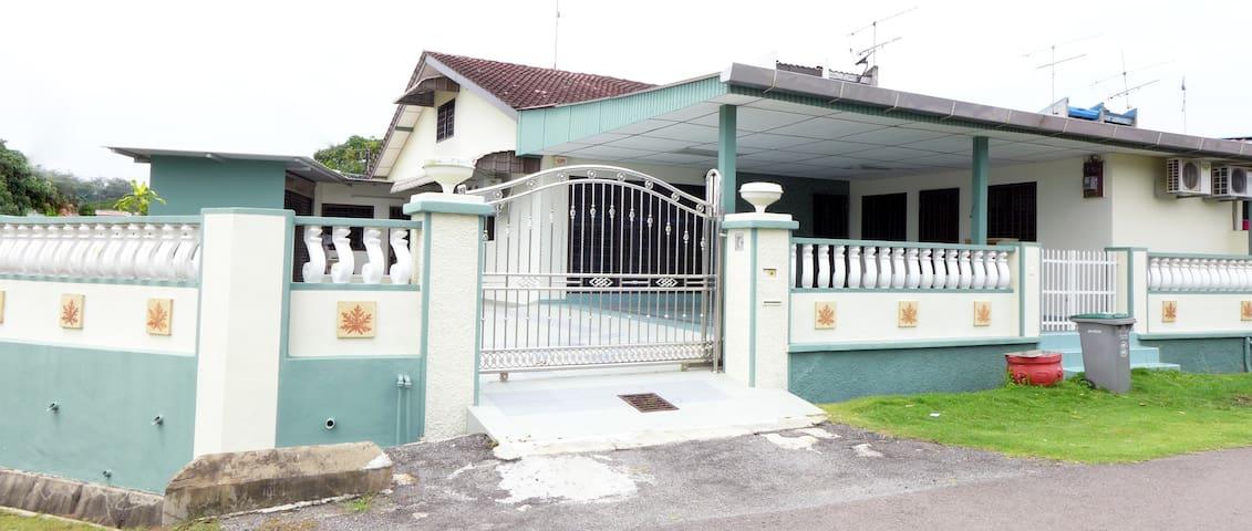 Your home in Kluang 居銮民宿@Taman Indah Jaya百顺花园 - Kluang - Casa