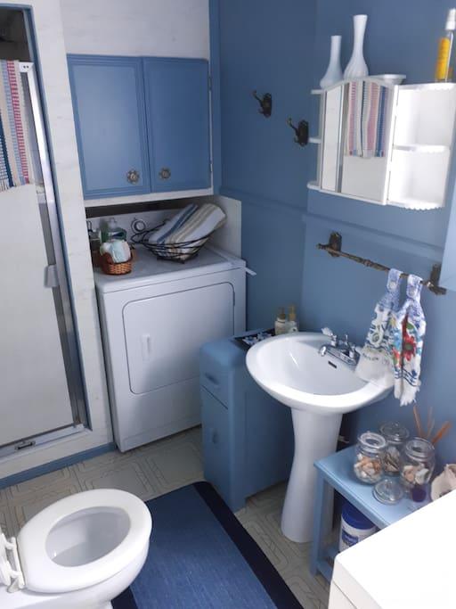 douche, sèche linge, laveuse à linge