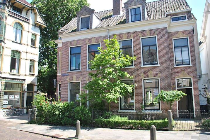 Family home in Alkmaar, 25 min. from the beach