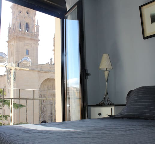 Cozy studio, amazing views of the Cathedral - Logroño - Apartemen