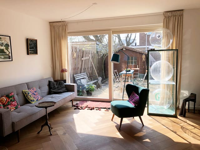Sunny home & garden, close to Westerpark and beach
