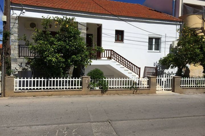 3BR house at Monemvasia-1,5Km from the castle.