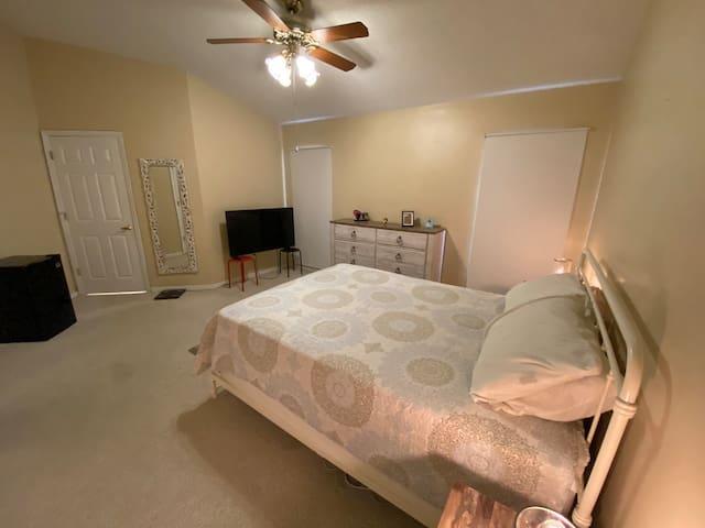 Room nearby Disney/Private bath+room Hunters Creek