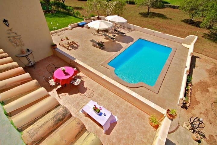 Pool bereich und Umgebung  im-web.de/ Mallorcareise SL