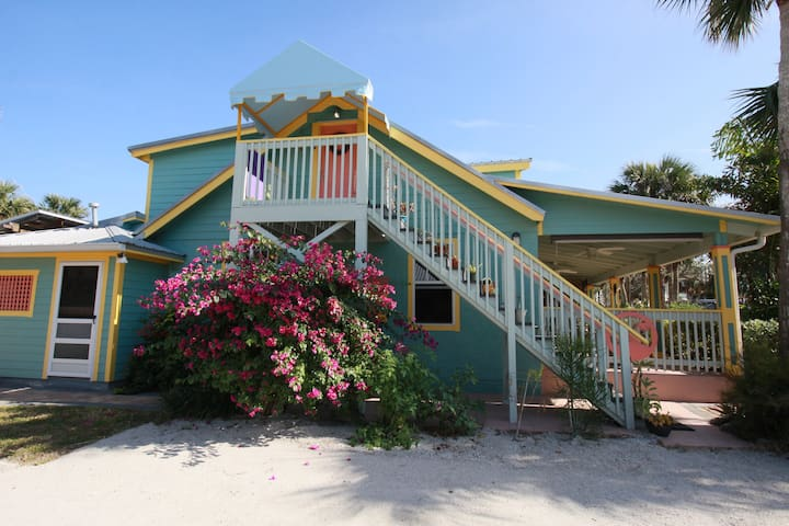 Vintage Beach House - Walk to Beach & Flagler Ave