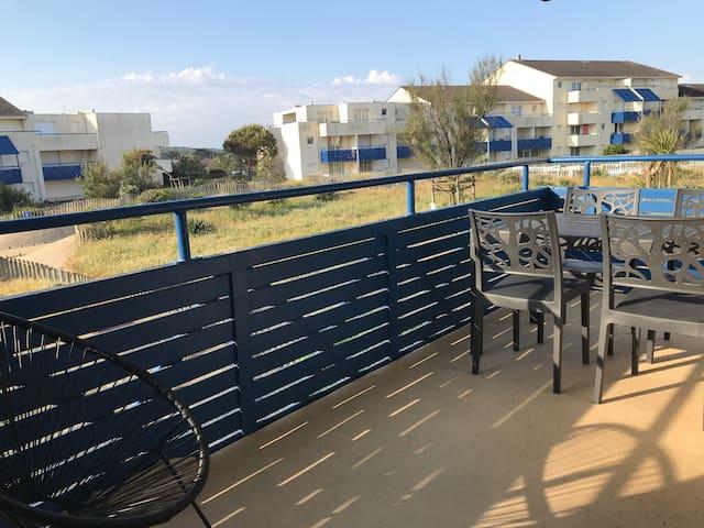 Appartement tout confort front de mer avec piscine