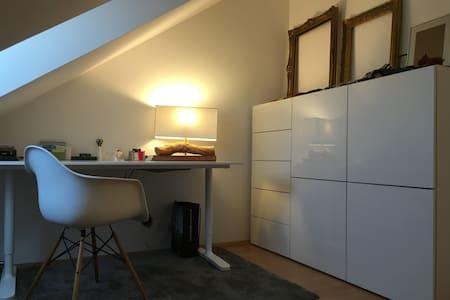 Möbliertes Zimmer 10qm am Englischen Garten +Wlan - Unterföhring