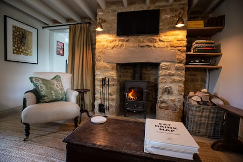 A stylish and cosy Cotswold cottage