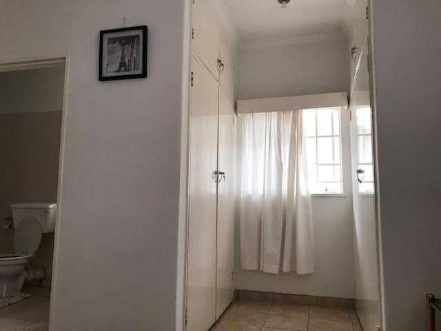2 built in cupboard with inbuilt mirror