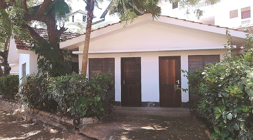 Ciston House 350m to the beach, diani beach road