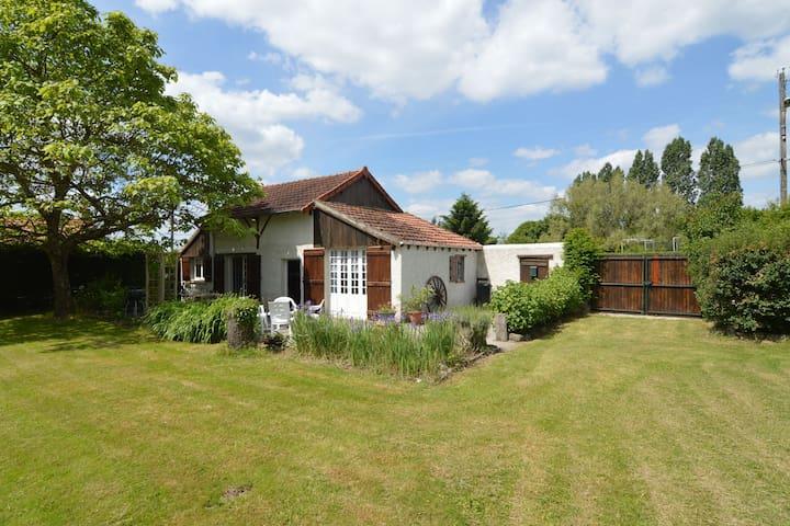 Maison de vacances moderne avec terrasse à Sougy-sur-Loire