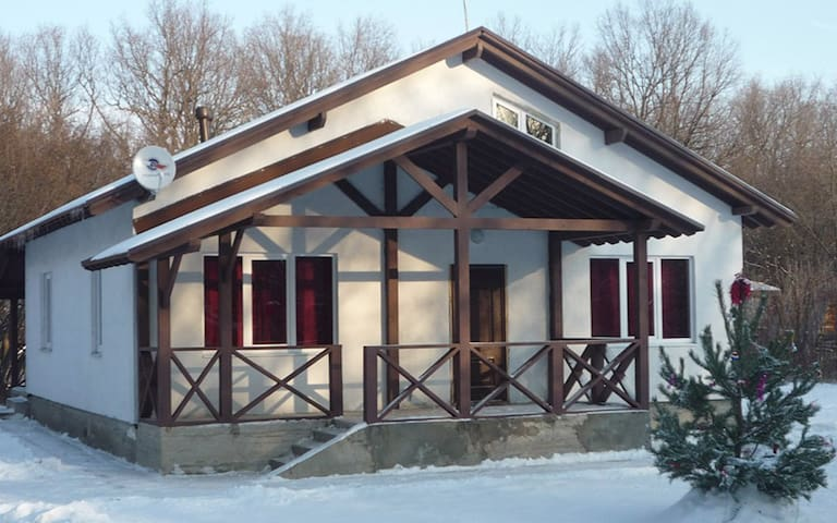 Large holiday cottage - Kanuevka - Ev