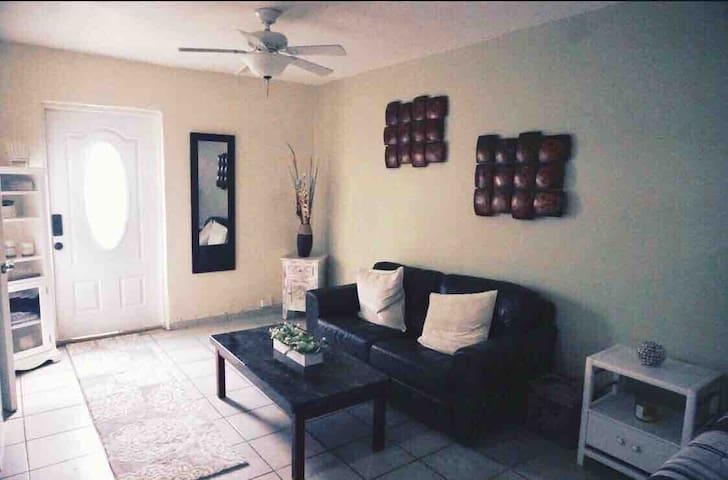 CLEAN/FRESH - Private Home  wifi & parking 101