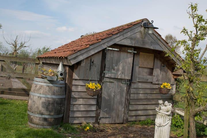 Spookhuisje voor de kippen