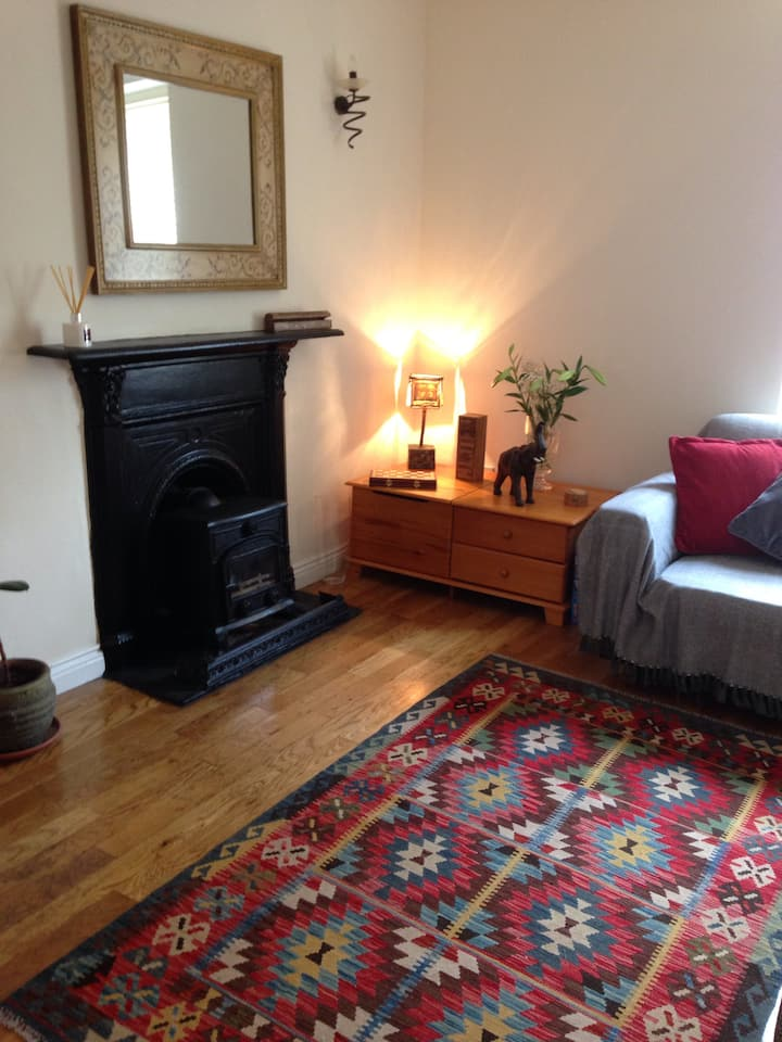 Cosy 2 bed town house recently renovated