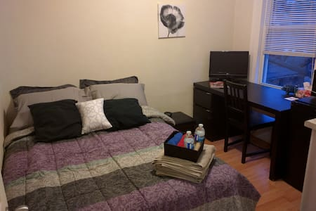 Cozy Private Suite w/ Kitchenette & Double Bed! - Hamilton