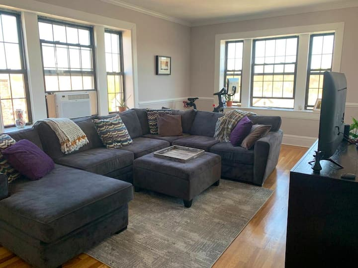 Spacious 1br Apt in central location!