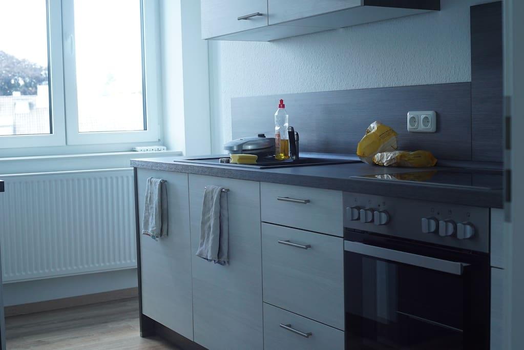 chambre avec balcon salle de bain et cuisine appartements louer aix la chapelle. Black Bedroom Furniture Sets. Home Design Ideas