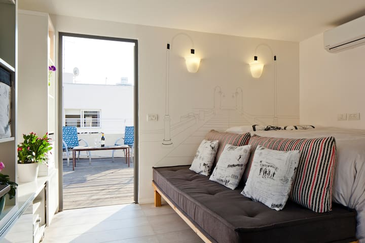 Beautiful Rooftop Studio In The Heart of Tel-Aviv