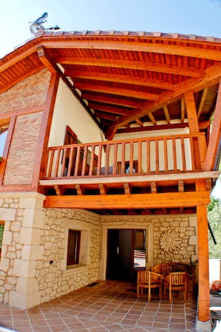 Caserón al borde bosque: AMAPOLA - Villalbilla - Bed & Breakfast