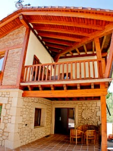Casa rural al borde bosque: AMAPOLA - Aamiaismajoitus