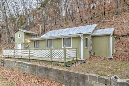 Peaceful 2BR High View Cabin w/ Bunk House! - Wardensville - 小木屋