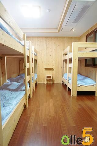 도미토리 6인(Male Dorm for 6)제주 서귀포 올레5(Jeju Seogwipo)