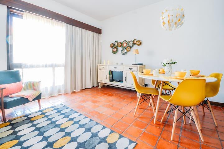 Vintage Estoril Apartment - 15 min walk to the sea