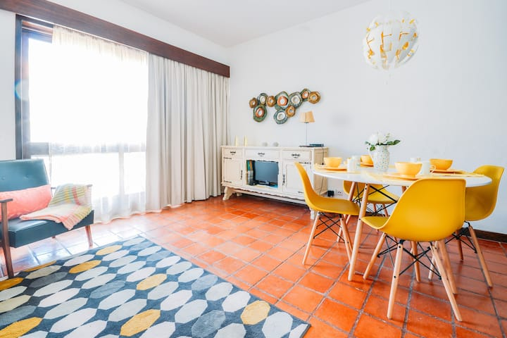 Vintage Estoril Apartment - 15 min walk to the sea