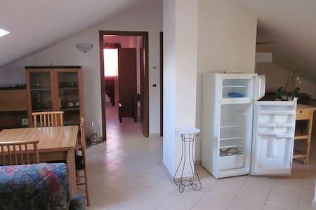 attic with a double room or a single room - Montesilvano - Lägenhet