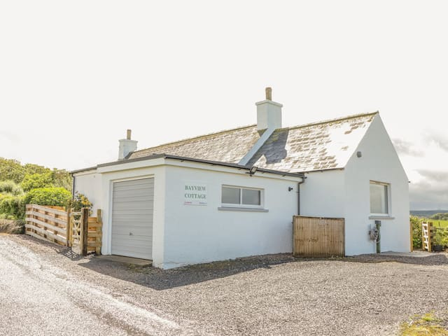 BAYVIEW COTTAGE, pet friendly, with a garden in Thurso, Ref (Phone number hidden by Airbnb)