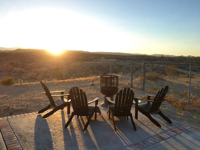 Joshua Tree house with a view